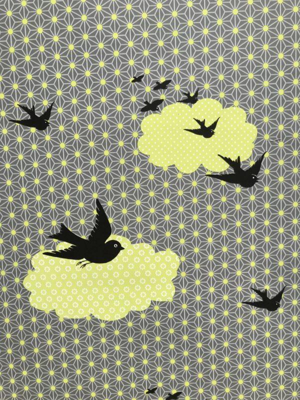 Geschenkpapier mit Vögeln und Punkten