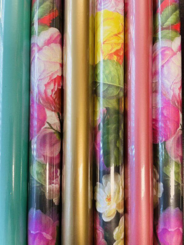 Geschenkpapierrollen Blumen und Uni